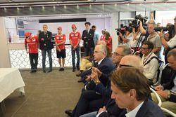 Kimi Raikkonen, Maurizio Arrivabene, Sebastian Vettel, Antonio Giovinazzi e Mattia Binotto