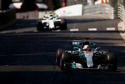 Lewis Hamilton, Mercedes AMG F1 W08, Felipe Massa, Williams FW40