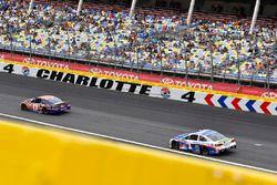 Denny Hamlin, Joe Gibbs Racing Toyota y Jamie McMurray, Chip Ganassi Racing Chevrolet