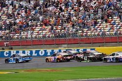 Martin Truex Jr., Furniture Row Racing Toyota and Chase Elliott, Hendrick Motorsports Chevrolet
