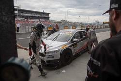 #91 MARC Cars Australia, MARC Focus V8: Keith Kassulke, William Brown, Rod Salmon, acción en el pit