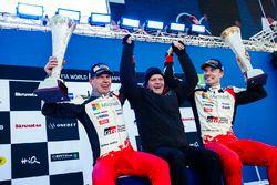 Podio: i vincitori Jari-Matti Latvala, Miikka Anttila, Toyota Racing, al secondo posto Ott Tänak, Ma