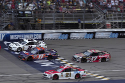 Brad Keselowski, Team Penske Ford, Denny Hamlin, Joe Gibbs Racing Toyota, Ryan Blaney, Wood Brothers