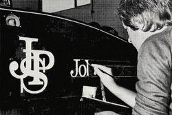 Paul Crowland, hand signing F1 Team Lotus