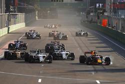 Daniel Ricciardo, Red Bull Racing RB13, locks up as he passes Lance Stroll, Williams FW40, Felipe Massa, Williams FW40 and Nico Hulkenberg, Renault Sport F1 Team RS17