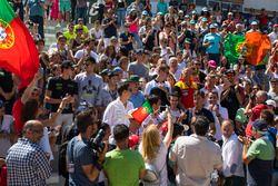 Fans mit WTCC-Fahrern