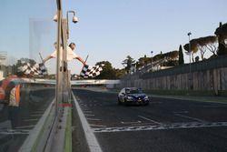 Matteo Zucchi, Seat Motor Sport Italia, Seat Leon Cupra ST-TCS2.0 prende la bandiera a scacchi
