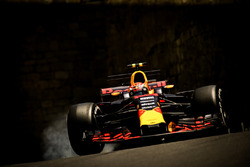 Max Verstappen, Red Bull Racing RB13 locks up