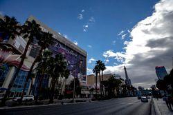 Las Vegas street scene past the Flamingo Hotel