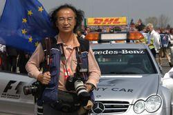 于明曾披着FIA 265摄影马甲在世界各地拍摄F1赛事
