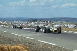 Graham Hill, Lotus 49 Ford devant Jim Clark, Lotus 49 Ford