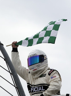 Green Checkered flag at the end of a segment