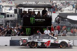 Kevin Harvick, Stewart-Haas Racing Ford drives by the Monster Energy pit box