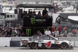 Kevin Harvick, Stewart-Haas Racing Ford aan de Monster Energy pit box