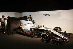 Sergio Pérez y Esteban Econ revelan el Sahara Force India VJM10