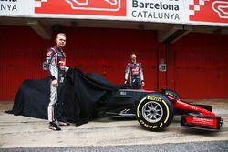 Romain Grosjean und Kevin Magnussen mit dem Haas VF-17