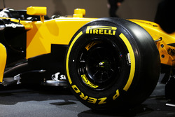 Renault Sport F1 Team RS17 - Pirelli-band