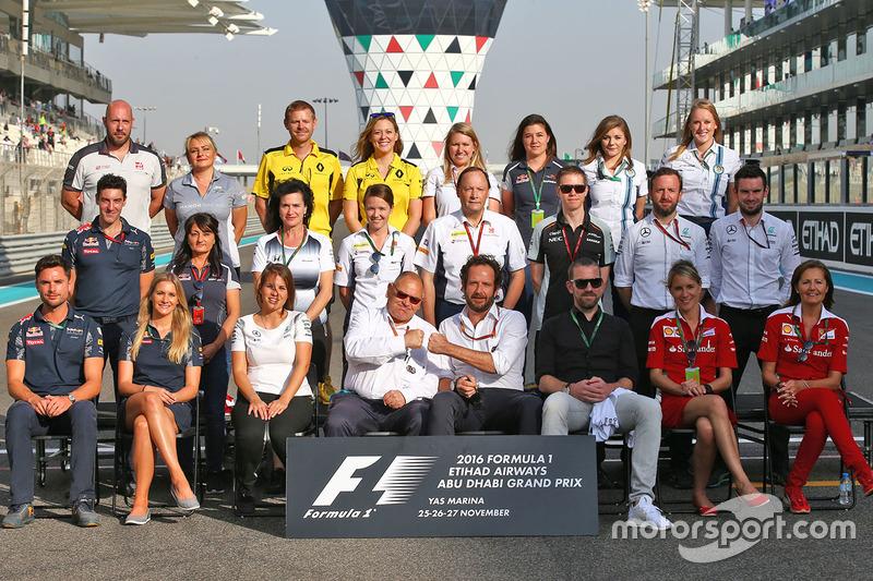 Los encargados de prensa de los equipos en una fotografía de final de  temporada