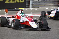 Nirei Fukuzumi, ART Grand Prix leads Konstantin Tereschenko, Campos Racing