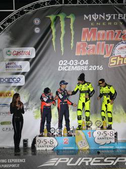 Подиум: Валентино Росси и Карло Кассина; Дани Сордо и Марк Марти