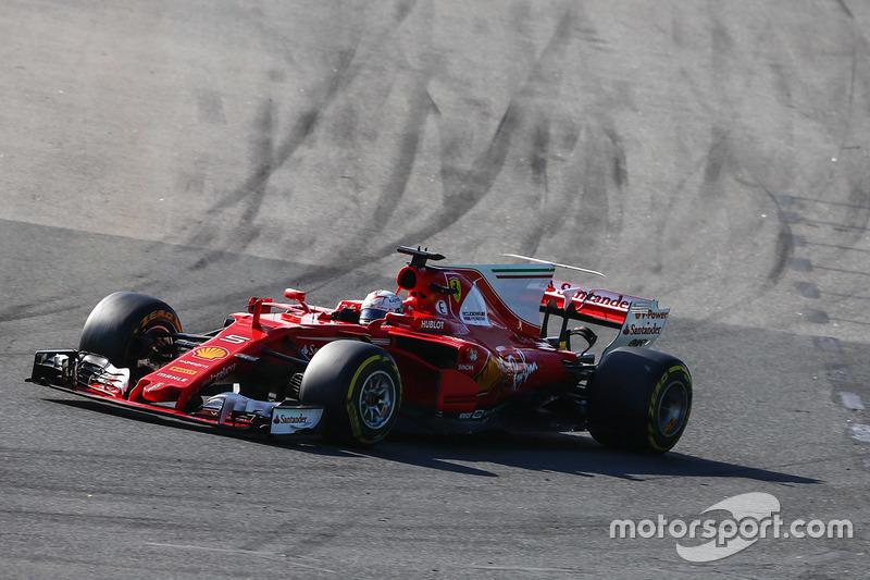 Sebastian Vettel, Ferrari SF70H, Max Verstappen, Red Bull Racing RB13 y Lewis Hamilton, Mercedes AMG F1 W08