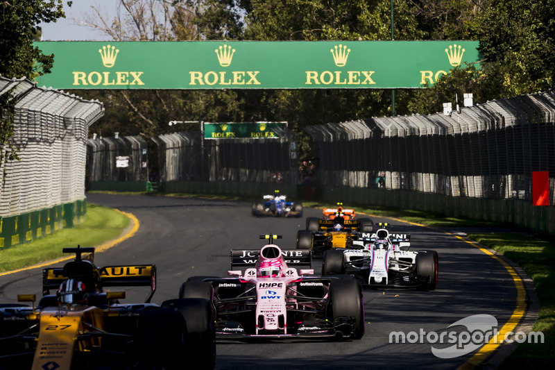 Nico Hulkenberg, Renault Sport F1 Team RS17, Esteban Ocon, Force India VJM10 y Lance Stroll, Williams FW40