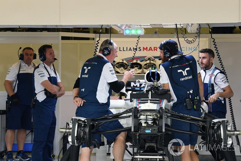Une Williams FW40 dans le garage
