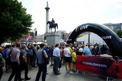 F1 Live London allestito intorno alla colonna di Nelson a Trafalgar Square