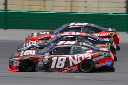 Kyle Busch, Joe Gibbs Racing Toyota, Erik Jones, Joe Gibbs Racing Toyota y Ryan Blaney, Team Penske
