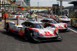 #2 Porsche Team Porsche 919 Hybrid: Timo Bernhard, Earl Bamber, Brendon Hartley, #1 Porsche Team Por