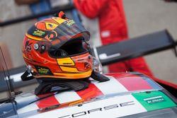 Casco de #63 Scuderia Corsa Ferrari 488 GT3: Alessandro Balzan