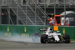 Lance Stroll, Williams FW40 locks up
