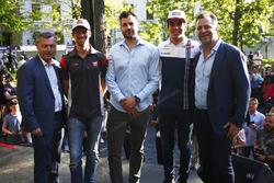 Romain Grosjean, Haas F1 Team y Lance Stroll, Williams en la 'La Place du 50e' Celebrando 50 años de
