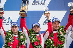 LMGT Pro Podio: segundo lugar #82 Risi Competizione Ferrari 488 GTE: Giancarlo Fisichella, Toni Vilander, Matteo Malucelli