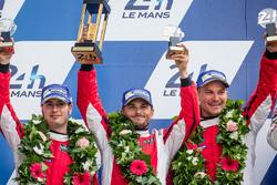 Подіум LMGT Pro: друге місце - #82 Risi Competizione Ferrari 488 GTE: GДжанкарло Фізікелла, Тонні Ві