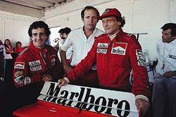 Alain Prost, McLaren, und Niki Lauda, McLaren, mit Ron Dennis