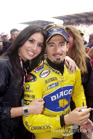Max Biaggi, Pramac Pons con una lovely grid girl