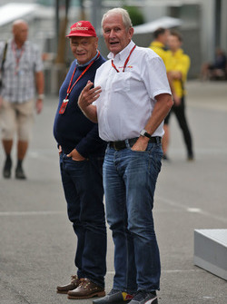 Niki Lauda, Mercedes Presidente no ejecutivo con el Dr. Helmut Marko, asesor de Red Bull Motorsport