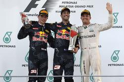 Podium : le vainqueur Daniel Ricciardo, Red Bull Racing, le deuxième, Max Verstappen, Red Bull Racing, le troisième, Nico Rosberg, Mercedes AMG F1
