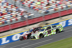 Kyle Busch, Joe Gibbs Racing Toyota, David Ragan, BK Racing Toyota