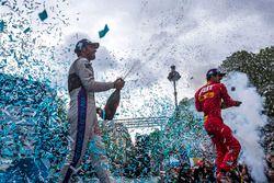 Podium : le vainqueur Lucas di Grassi, ABT Schaeffler Audi Sport, le deuxième Jean-Eric Vergne, DS Virgin Racing fêtent le podium au champagne