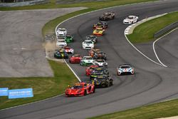 Inicio: #45 Racers Edge Motorsports SIN R1 GT4: Chris Beaufait, Jade Buford líder