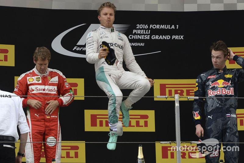 2016. Подіум: 1. Ніко Росберг, Mercedes. 2. Себастьян Феттель, Ferrari. 3. Данііл Квят, Red Bull