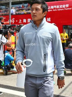 Rio Haryanto, Manor Racing lors de la parade des pilotes