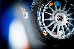 Détails d'un pneu Michelin de la voiture de la Team Aguri
