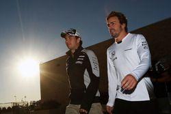 Sergio Perez, Sahara Force India F1 és Fernando Alonso, McLaren