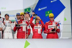 Podium LMP1: Ganadores #13 Rebellion Racing Rebellion R-One AER: Matheo Tuscher, Dominik Kraihamer