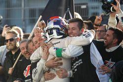 Le champion 2016, Marco Wittmann, BMW Team RMG, BMW M4 DTM fête son titre avec son équipe