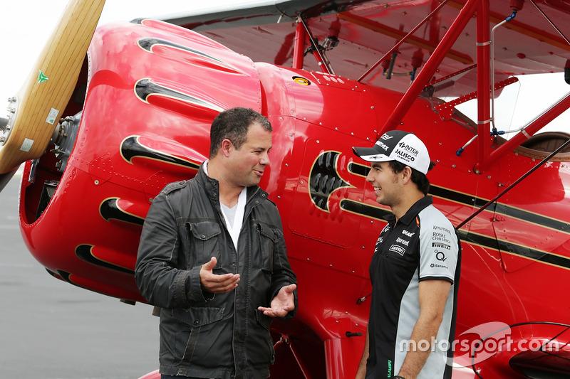 Sergio Pérez, Sahara Force India F1 and Ted Kravitz, Sky deportes reportero con un biplano