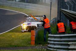 Incidente per #24 Team Zakspeed, Nissan GT-R Nismo GT3: Marc Gassner, Florian Strauß, Tom Coronel